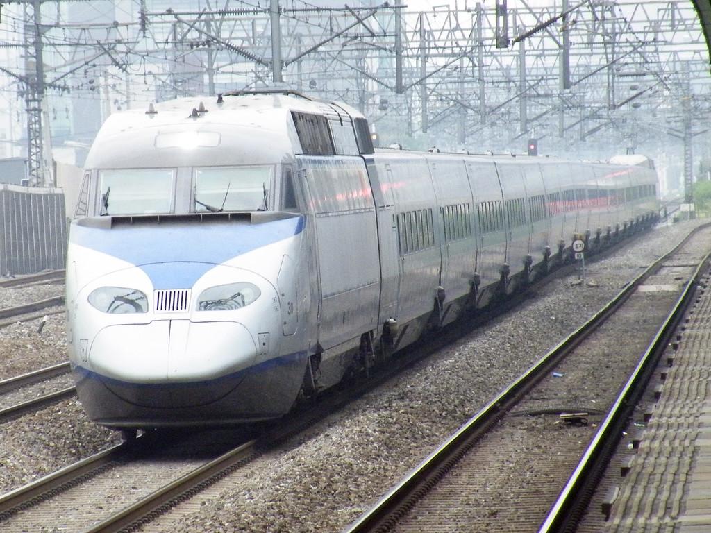 ▲韓国鉄道といえば最近はこのKTXを連想する人が多そうです。 ▲電化区間... 韓国鉄道の紹介・